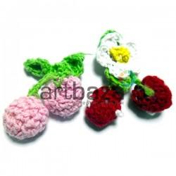 Набор декоративных вязаных вишен и малины, 4 x 5 см., 2 штуки