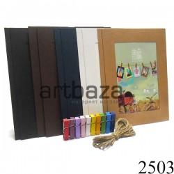 Рамка для фото с прищепками купить в Украине. Набор цветных картонных фоторамок с цветными деревянными прищепками.