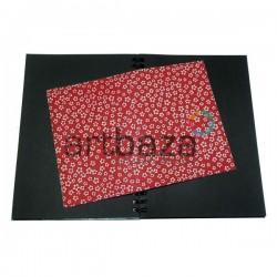 Тканевая бумага на клеевой основе (Fabric Sticker), белая ромашка на красном фоне, 210 х 295 мм.