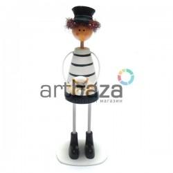 """Деревянная статуэтка на полку """"Веселый морячок с спасательным кругом"""""""
