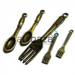 """Набор металлических подвесок, """"Ложки - вилки - античная латунь"""" для скрапбукинга, 2.5 - 5 см., 5 штук, REGINA"""